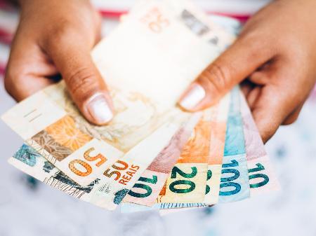 dinheiro-real-moeda-auxilio-emergencial-1587056303666_v2_450x337